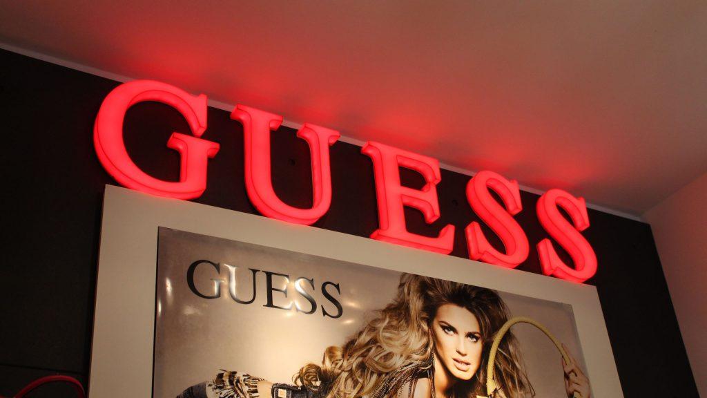 Guess LED reklama